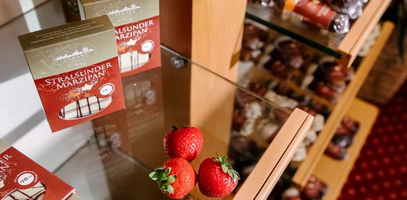 <span>Hotel am Jungfernstieg</span><span>Unser Marzipan-Shop hat<br>weiterhin geöffnet!</span>