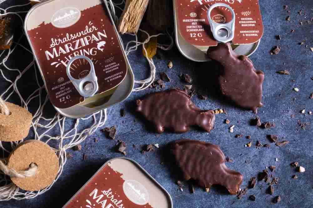 Marzipanfisch mit Zartbitterschokolade