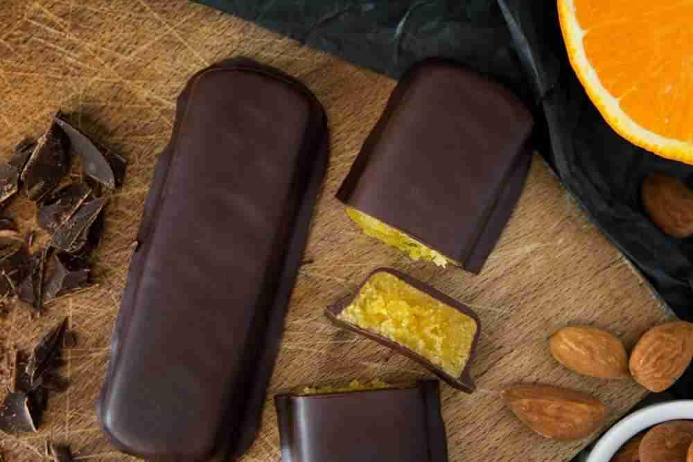 Marzipanbrot Sanddorn mit Zartbitterschokolade